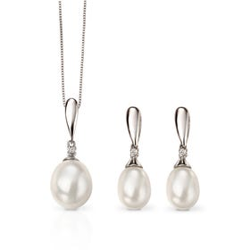 9ct White Gold Pearl & Diamond Drop Jewellery Set